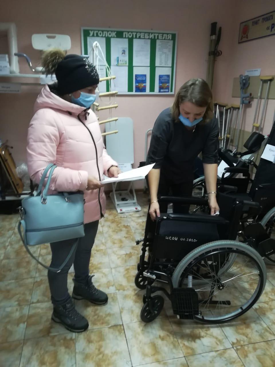 консультация специалистом по использованию кресла-коляски
