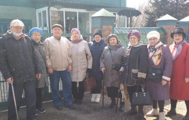Участники поездки в зоопарк