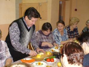 Демонстрация оформления блюд в технике карвинга