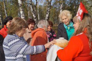 Встреча ветеранов хлебом с солью.