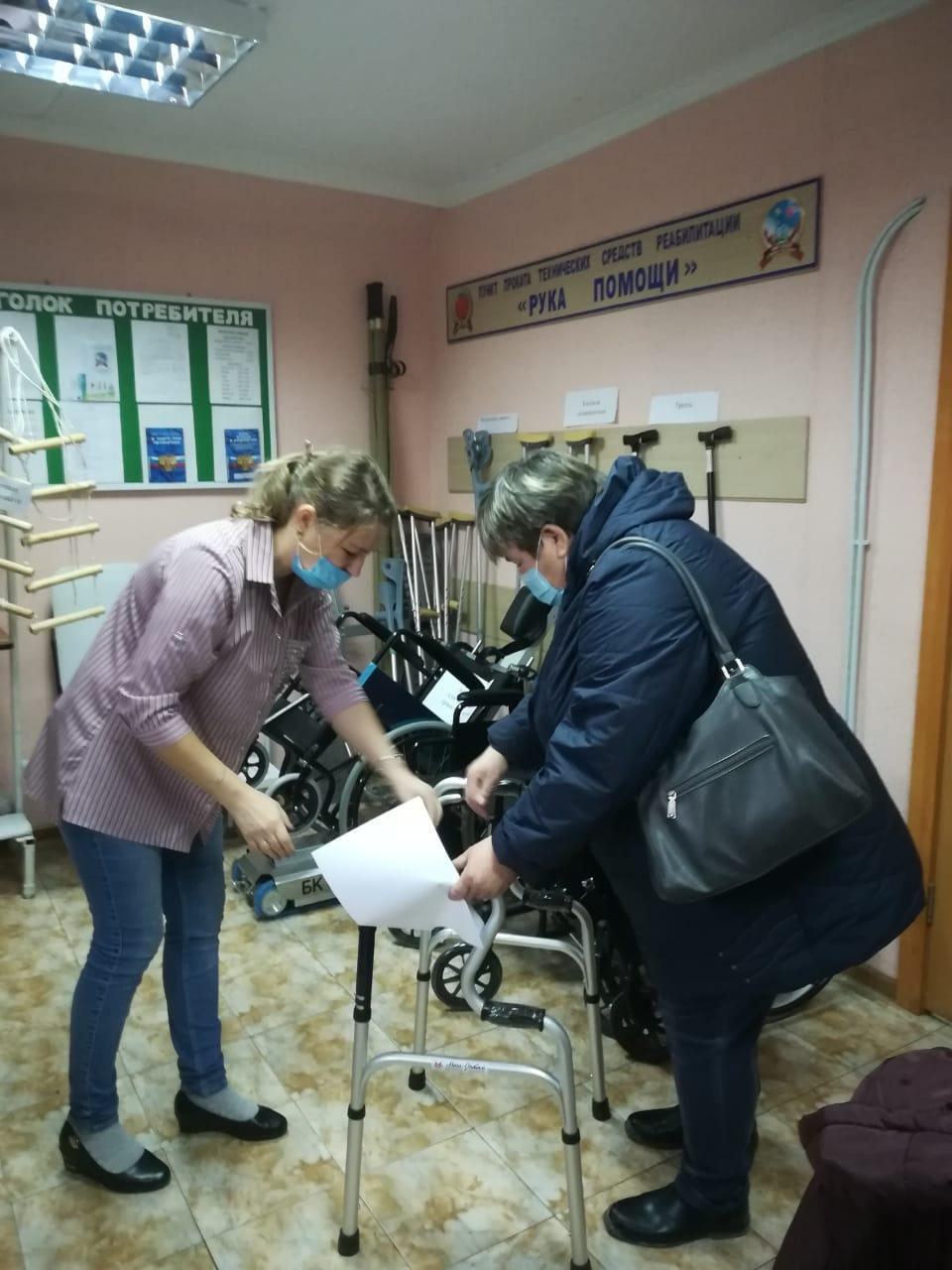 консультация специалистом по использованию ходунков
